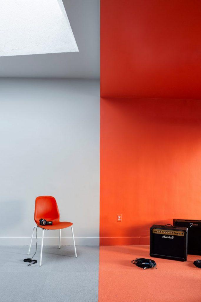 radio-station-forma-interiors-new-haven-usa_dezeen_2364_col_1-852x1278[1]