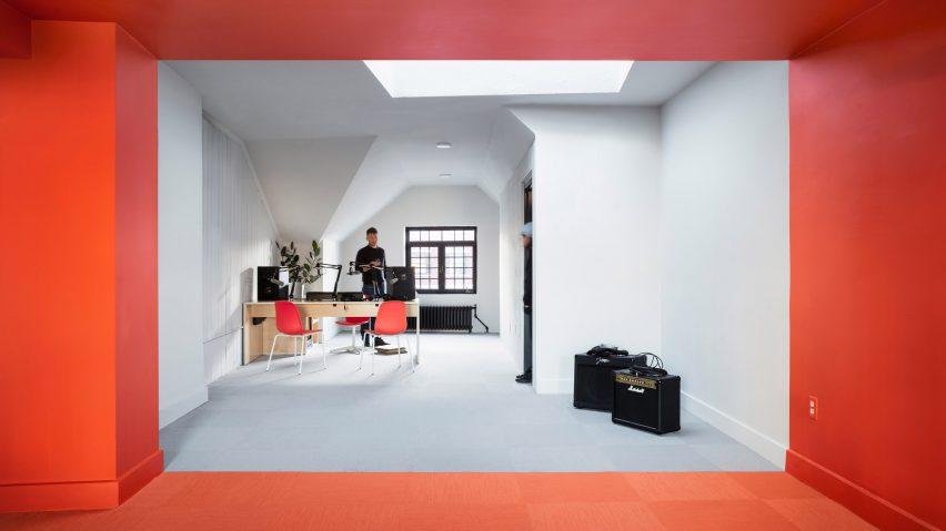 radio-station-forma-interiors-new-haven-usa_dezeen_2364_hero-852x479